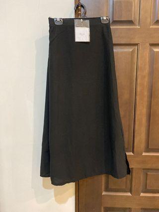 全新實拍☺️黑色雪紡長裙 有內襯 後鬆緊 側邊拉鍊 吊牌未剪 雪紡長裙