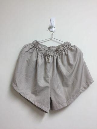 材質很舒服ㄉ短褲