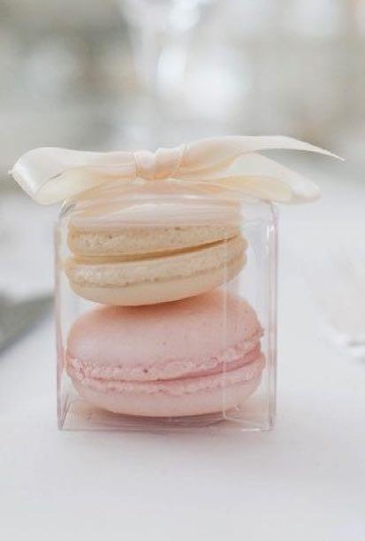 Halal macaroons & pastry