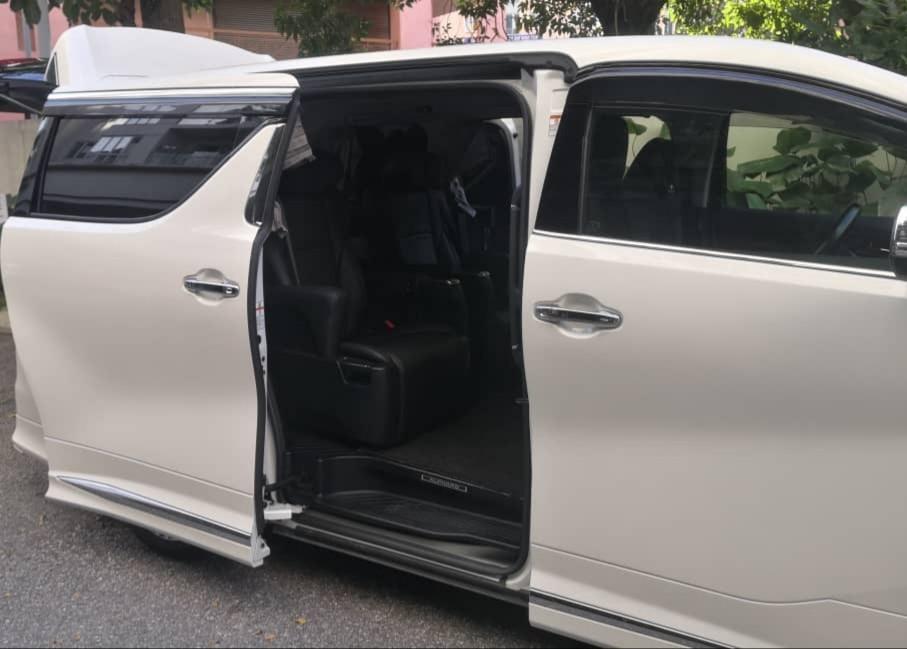 Luxury Toyota Alphard Robot Transformers 2.5 (A) MPV Car Rental Selangor KL