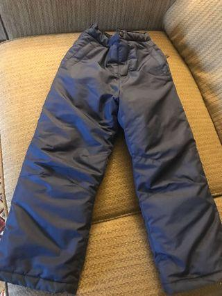 Boys snow pants in EUC. Almost new been wearing for2/3 times.Just it has my son name written inside.