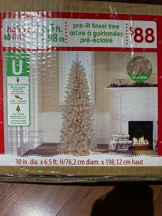 Beautiful Gold Xmas tree 6.5 ft. Used once