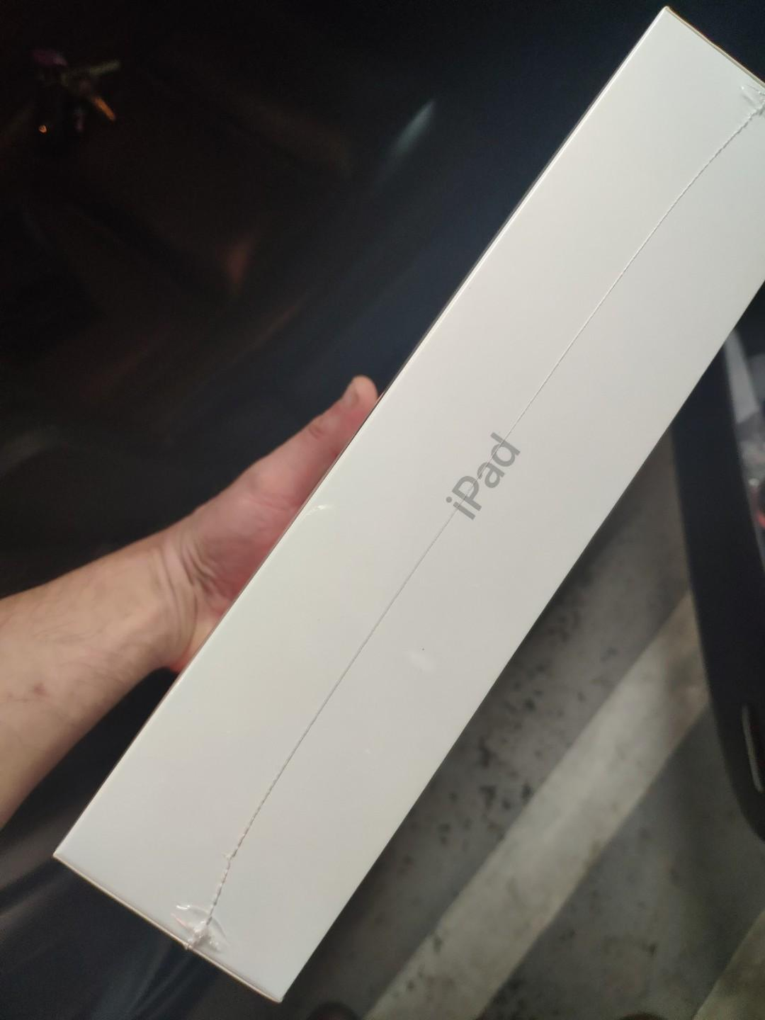 Brand New Sealed Silver iPad 6th Gen,32GB, WiFi only