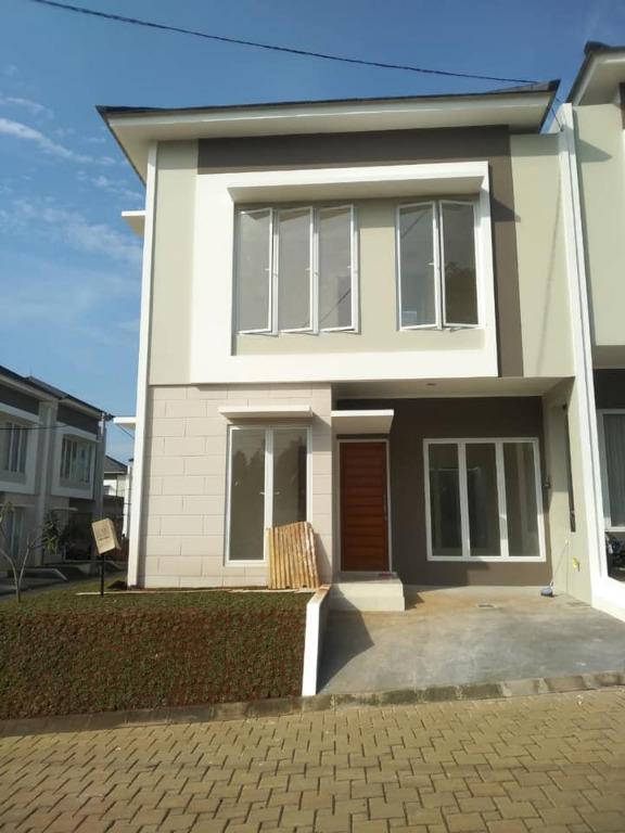 Di sewakan tahunan. Rumah baru siap huni di kawasan cibubur, Jakarta timur