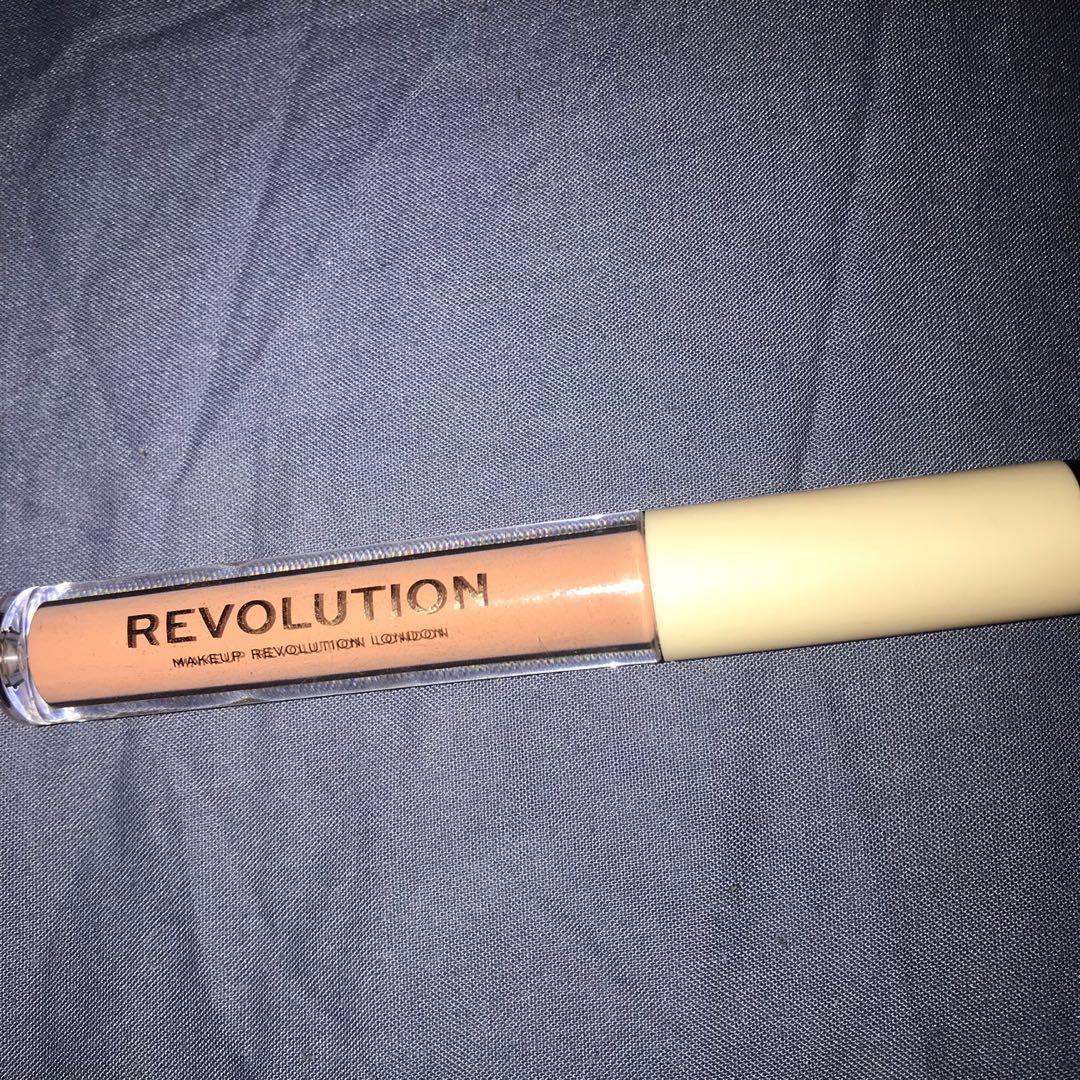 MAKEUP REVOLUTION matte liquid lipstick (Undressed)