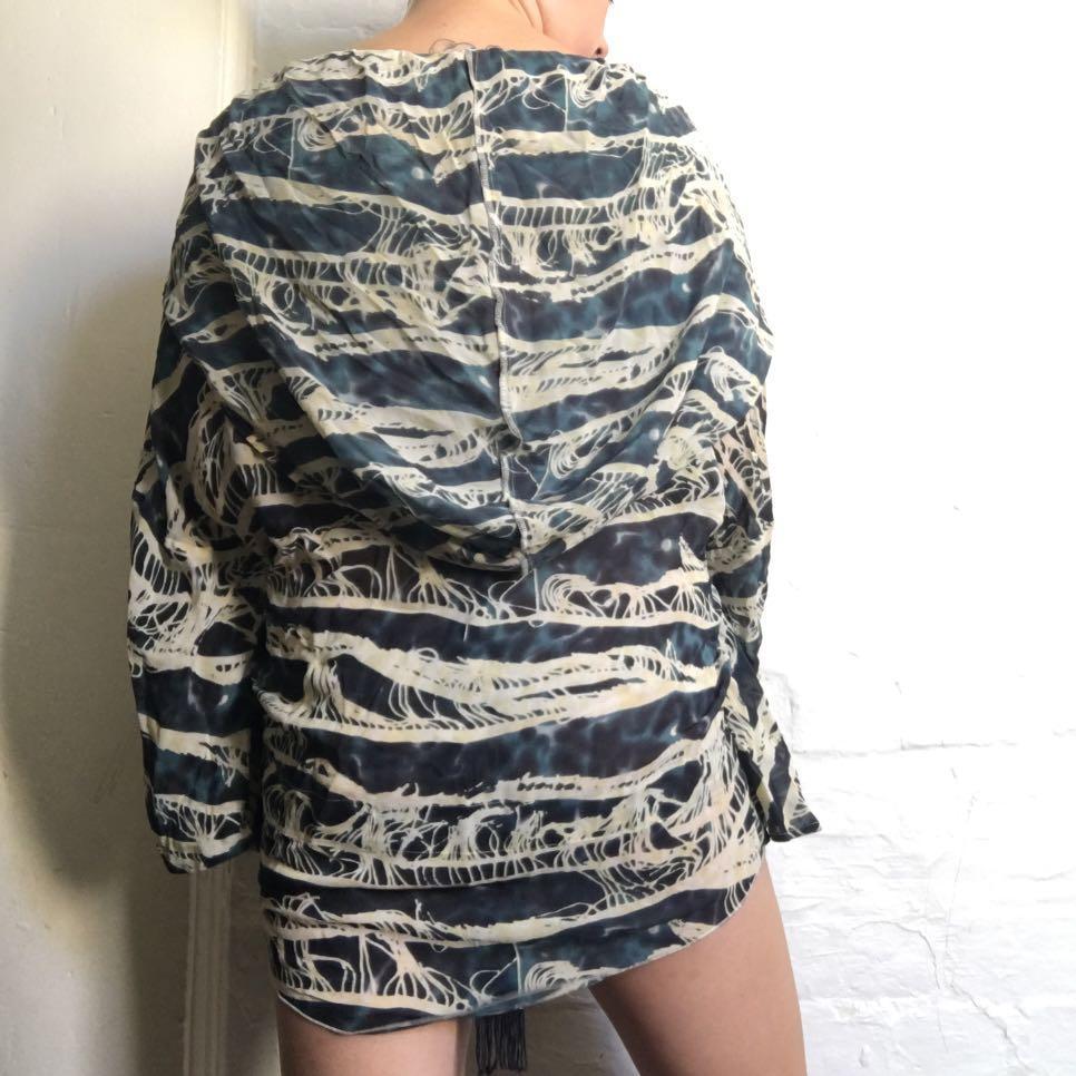 Tigerlily Blue & White 100% Silk Hooded Kimono Beach Throwover