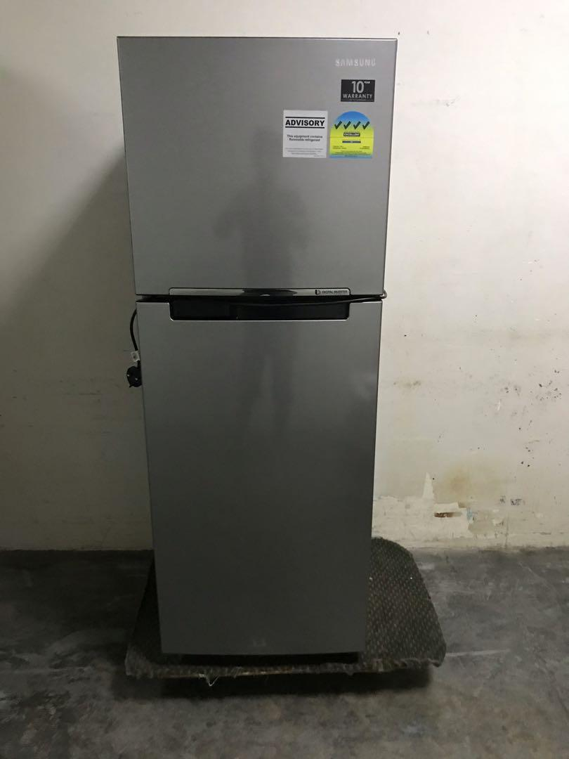 Very new Samsung 234L fridge