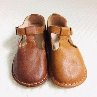 純牛皮 全牛皮 學步鞋 童鞋 幼兒鞋 包鞋 年齡:2.5y 身高:90-94 體重:13-14.5 腳長:15cm  美國尺寸:8 日本尺寸:15 歐區尺寸:25
