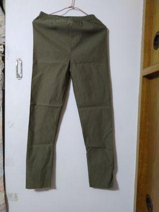 全新沒綠色鉛筆褲
