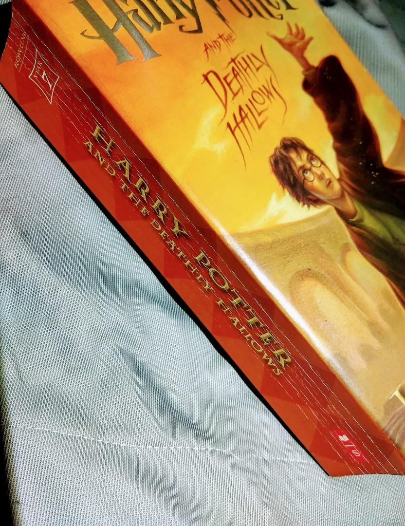 Harry Potter Book - Harry Potter and the Deathly Hallows Soft Bound / Paperback