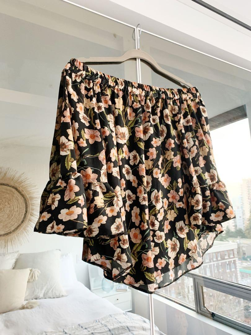 Like new Topshop off shoulder floral print blouse - Sz 4
