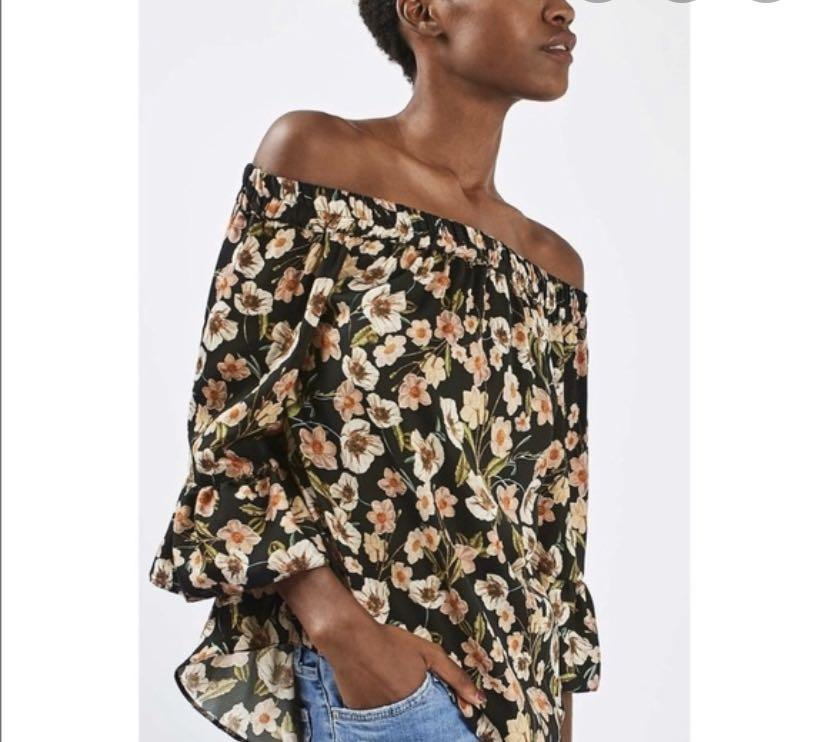 Like new Topshop off shoulder floral print blouse - Sz 4