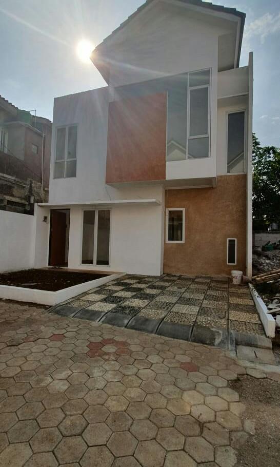 Rumah cantik 2 lantai selangkah ke stasiun