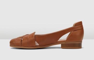 Size 11/12 Hush Puppies - 'Flinders' Tan leather flats