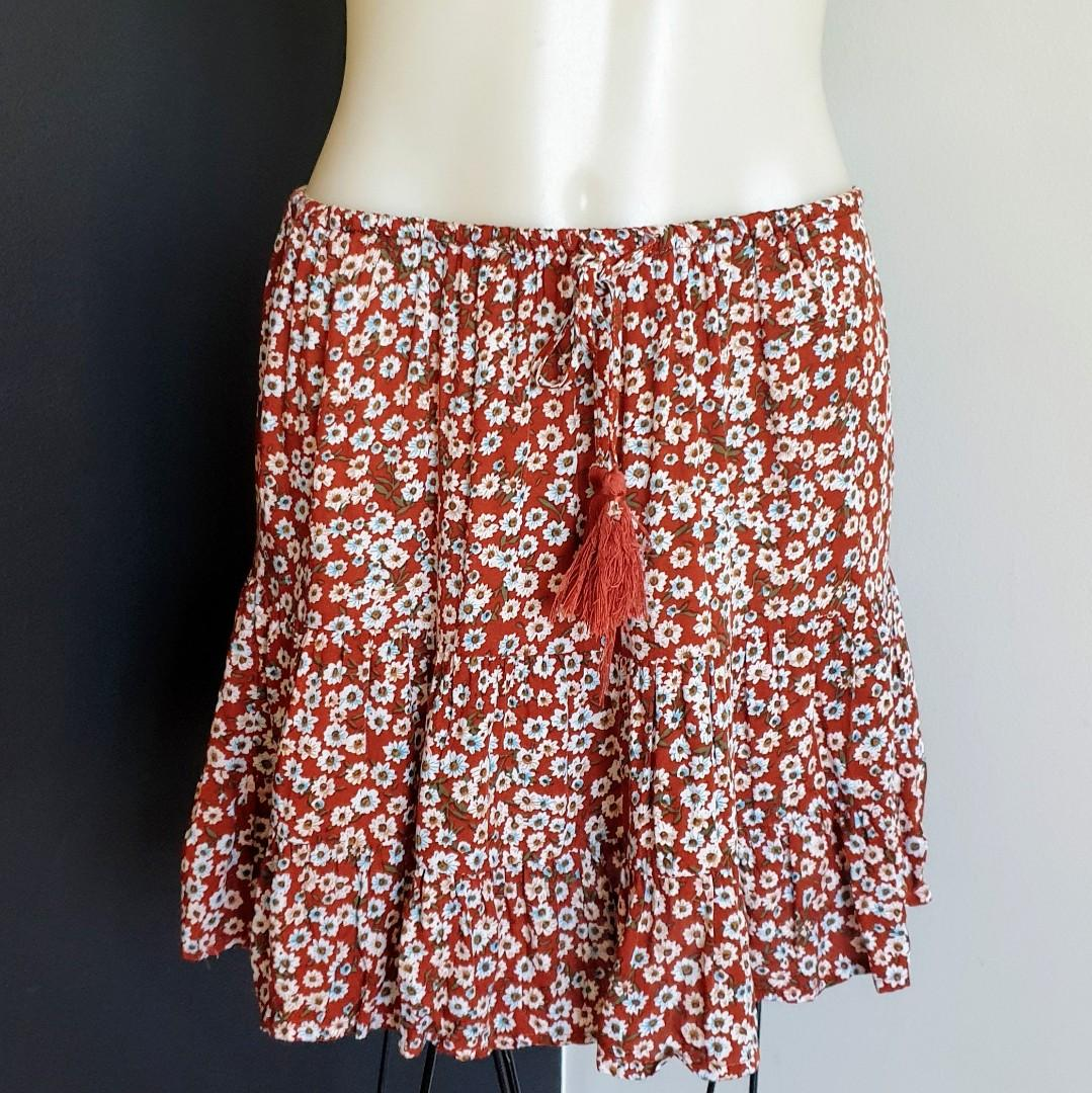 Women's size 10 'AVA' Gorgeous floral print fit and flare rayon skirt - AS NEW