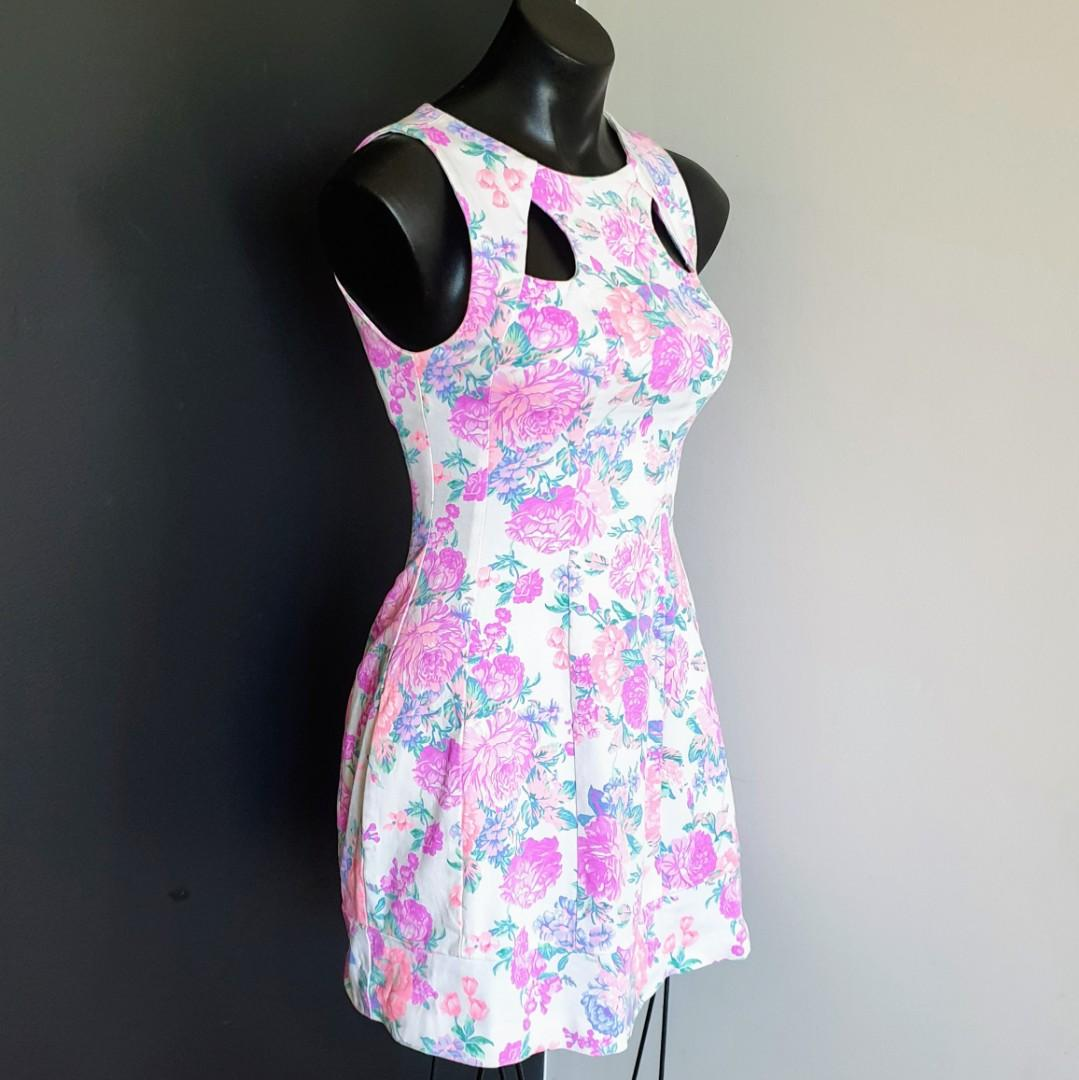 Women's size 8 ' SHEIKE' Stunning floral print a-line cocktail dress - AS NEW