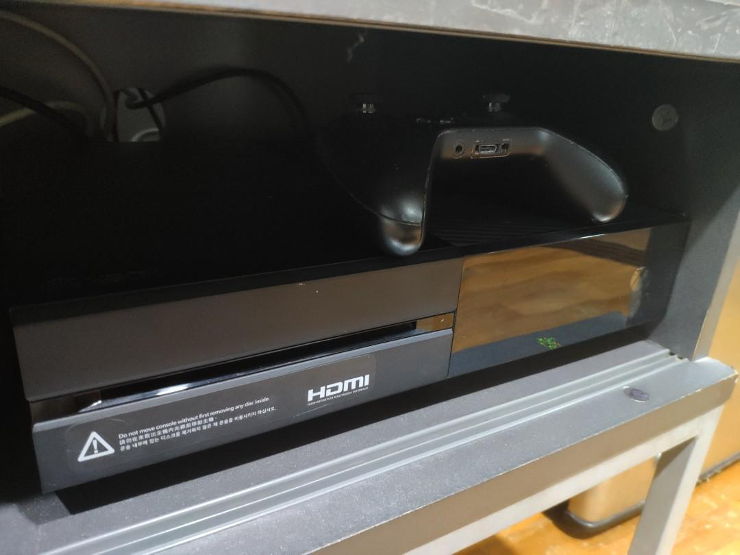 Xbox One 500GB w 1 controller no games