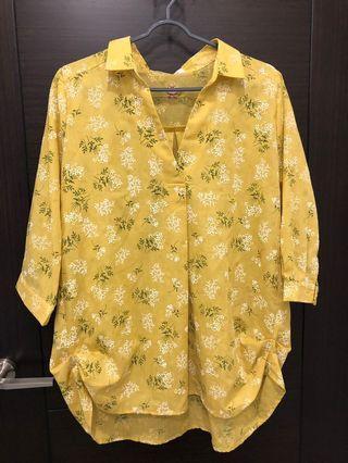 黃色碎花 上衣<材質波棒❗️>