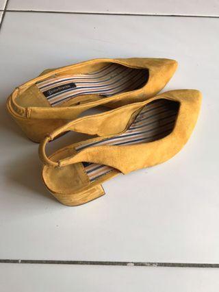 Stradivarius Mustard Heels
