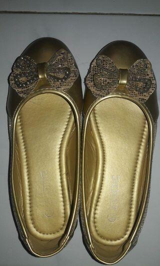Flatshoes Anak warna Emas Branded by INSIDE/ Girls Flatshoes Gold Branded by INSIDE