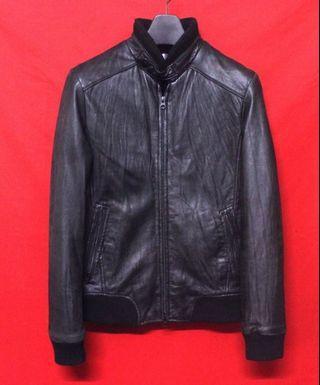 日本品牌AND A 高檔窄版柔軟羊皮素面利落型男立領騎士皮衣 真皮