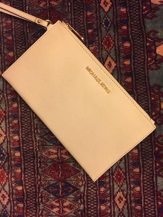 Authentic Michael Kors Jet Set Wristlet / Clutch Wallet