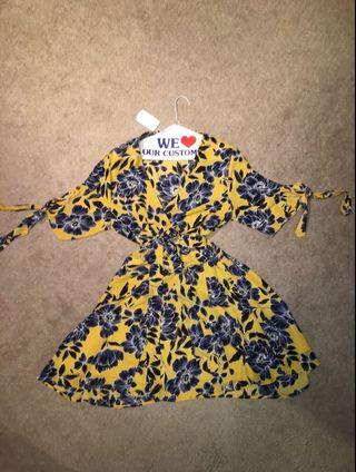 *Never worn* floral wrap dress from M Boutique (M)