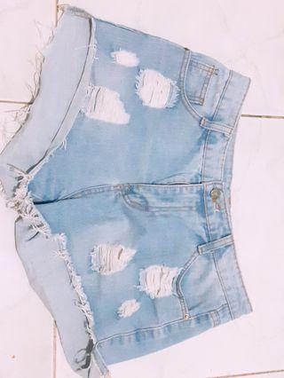Ripped jeans short