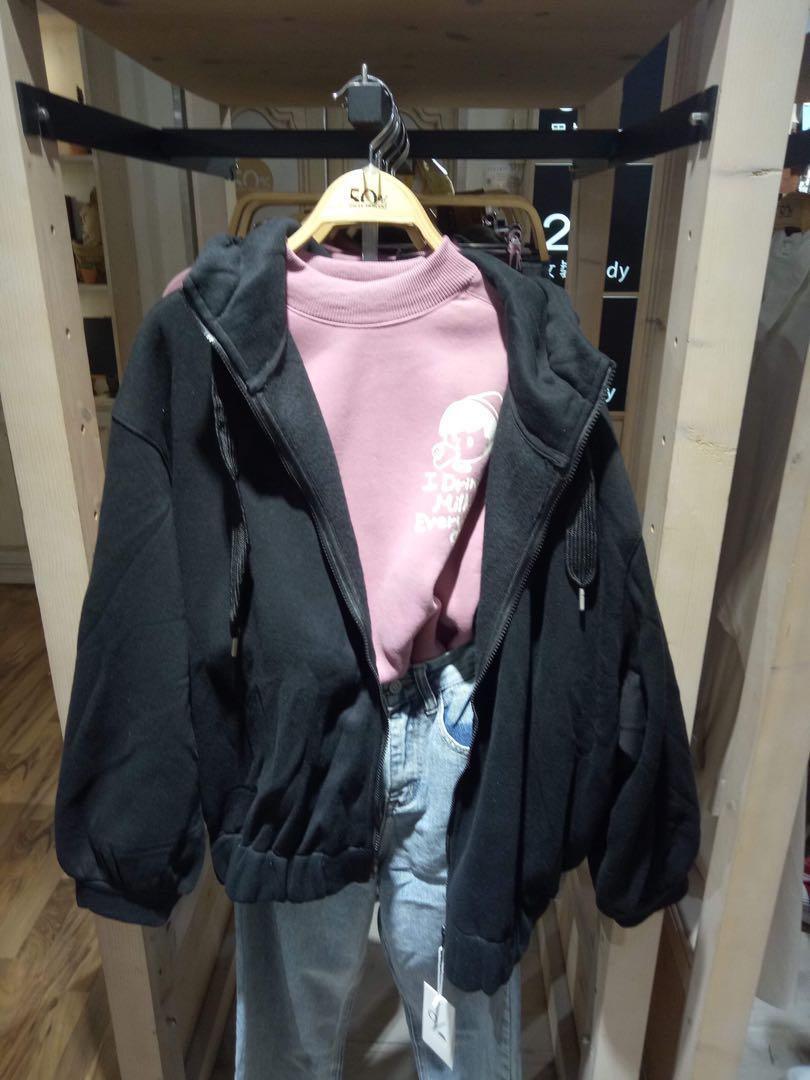 黑色寬鬆泡泡袖連帽外套