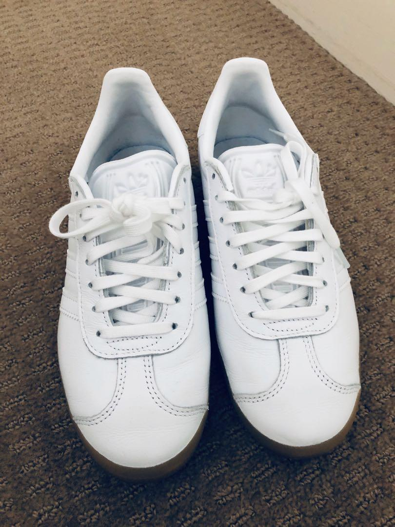 Adidas Originals Gazelle in white and gum leather sneakers size 3.5 (UK) 4 (US)