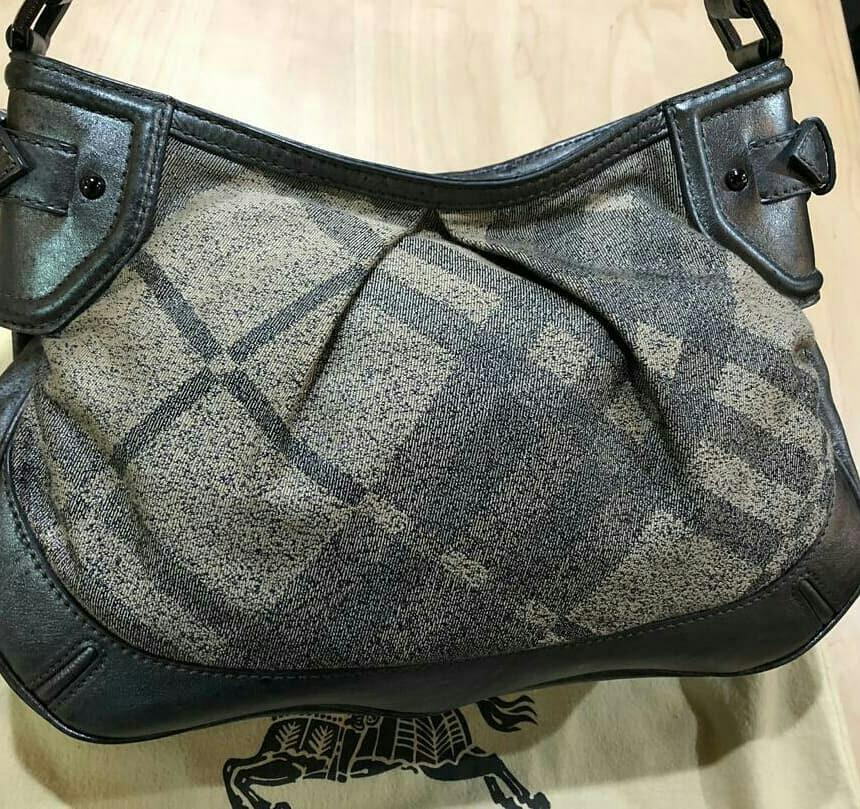AUTHENTIC BURBERRY SHOULDER BAG - (SIZE: 35 X 25 CM APPROX.) - WITH BURBERRY DUSTBAG - CLEAN INTERIOR