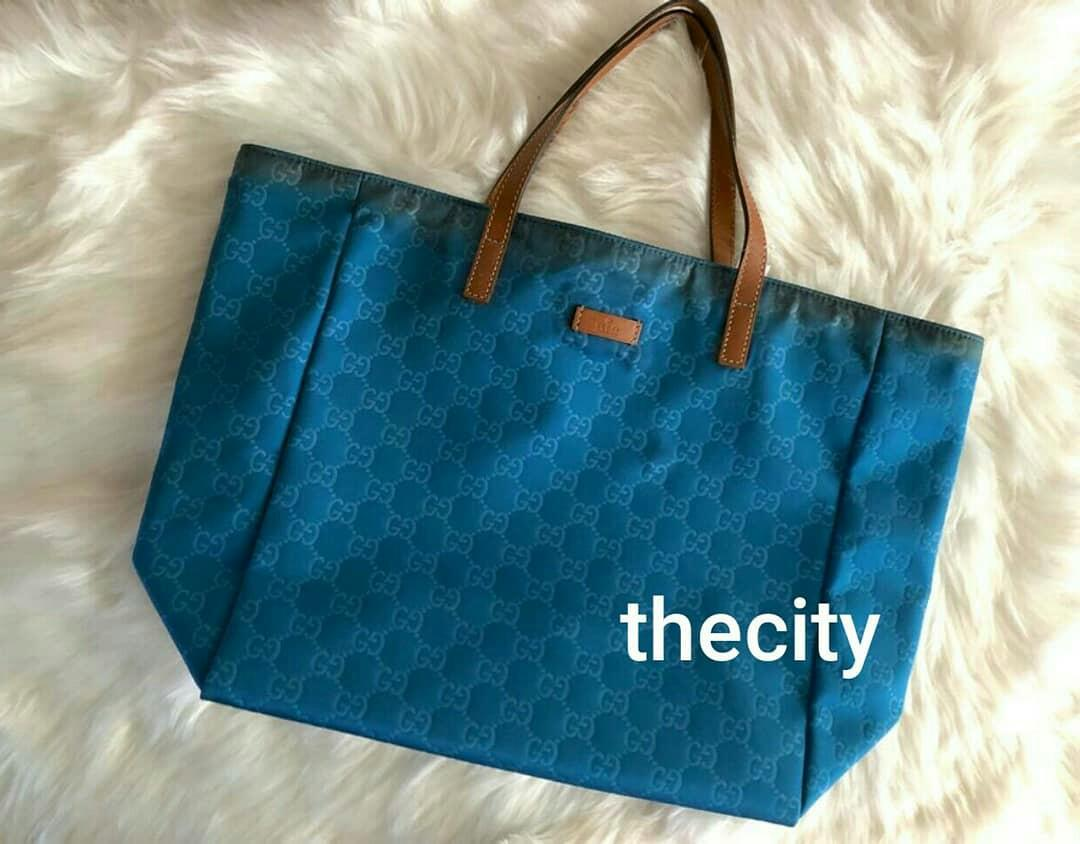 AUTHENTIC GUCCI GG MONOGRAM LOGO NYLON TOTE BAG - BLUE COLOR - (SIZE: 30 X 30 CM APPROX.) - FAIR , CLEAN INTERIOR -