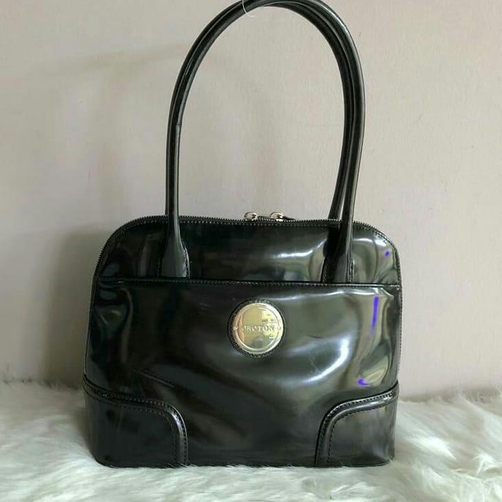 AUTHENTIC OROTON PATENT LEATHER SHOULDER TOTE BAG - OVERALL OK / GOOD , CLEAN INTERIOR - (SIZE: 29X22 CM APPROX)
