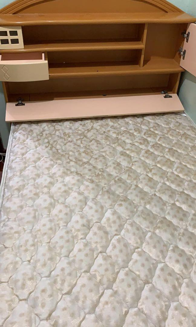 Free double bed with mattress 免費雙人床
