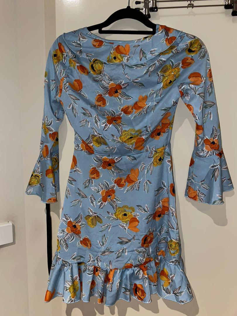 Pretty little thing blue floral wrap dress long sleeve size 6