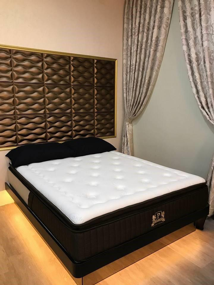 Queen size bed for sale cause upgrade to king liao