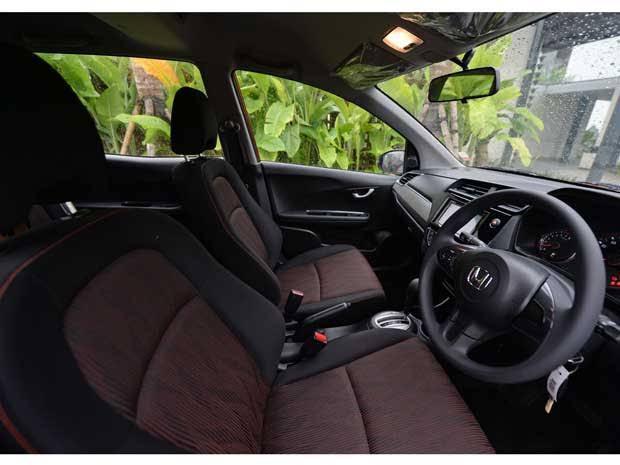 Rent/rental/sewa/car/mobil+supir.murah.nyaman.mobilio.grand livina.brio