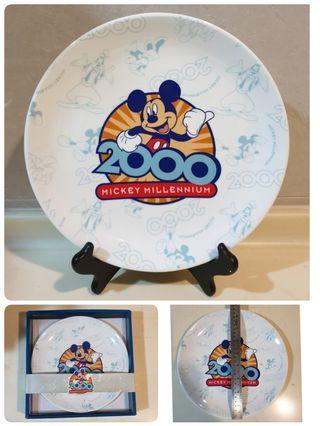 收藏品 米奇 2000年紀念盤  收藏品 附木腳架 26公分 附盒
