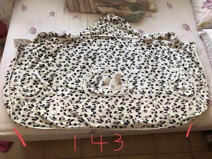 九成新 珊瑚絨揹巾遮風罩