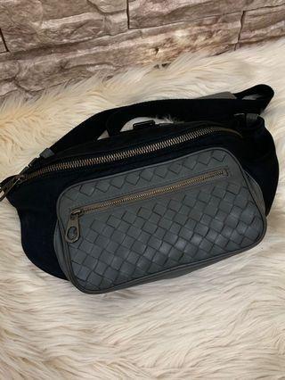 Bottega veneta sling Authentic 26 cm cocok dibawa kemana-mana kondisi 85% OK, leather mix nylon , bag only