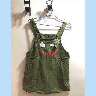 軍綠色雙口袋吊帶裙