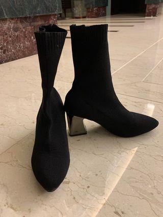 高跟黑色襪靴