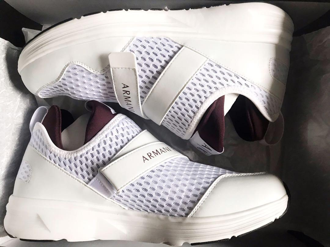 Perforated Sneakers in White / Burgundy