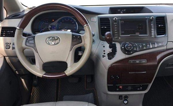 Jc car 2015年 Toyota Sienna 3.5L 前後電動椅 衛星導航 小電視 高級舒適 大空間商務休旅