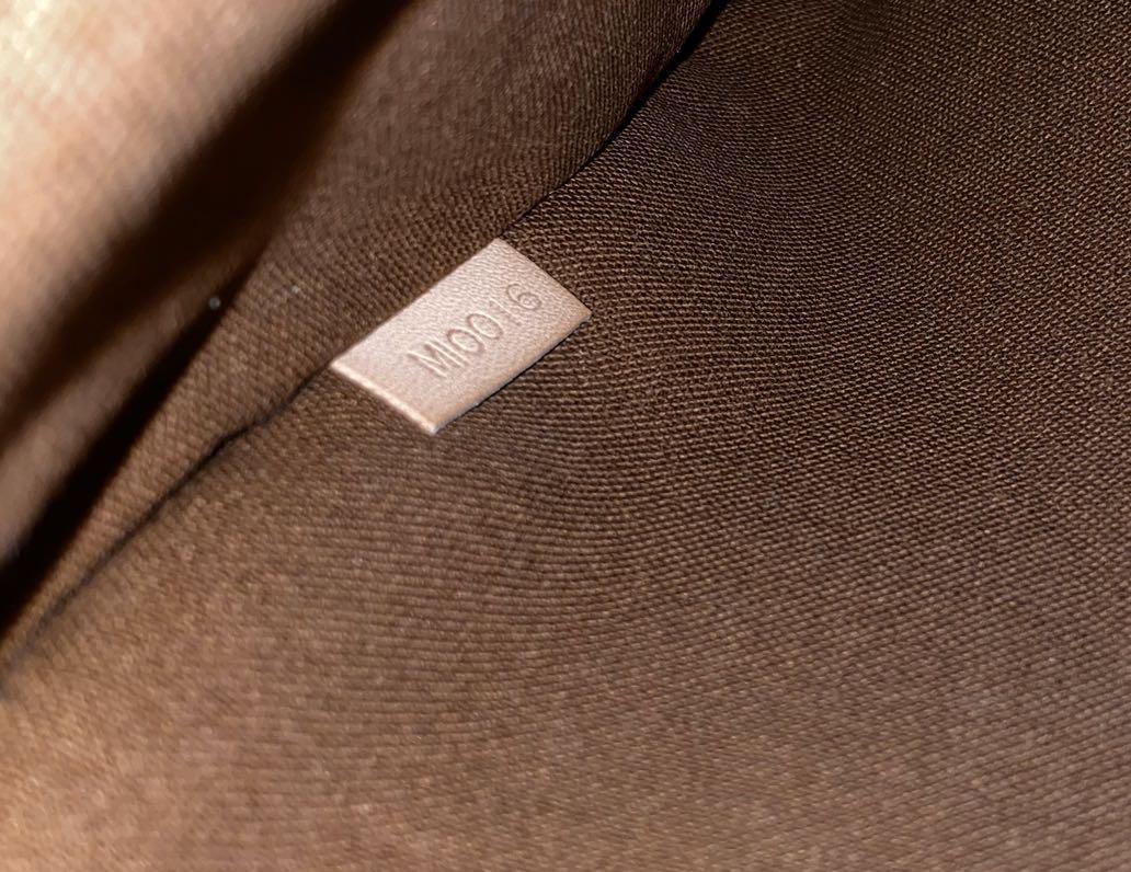Louis Vuitton Pochette Bosphore Monogram Vintage Crossbody