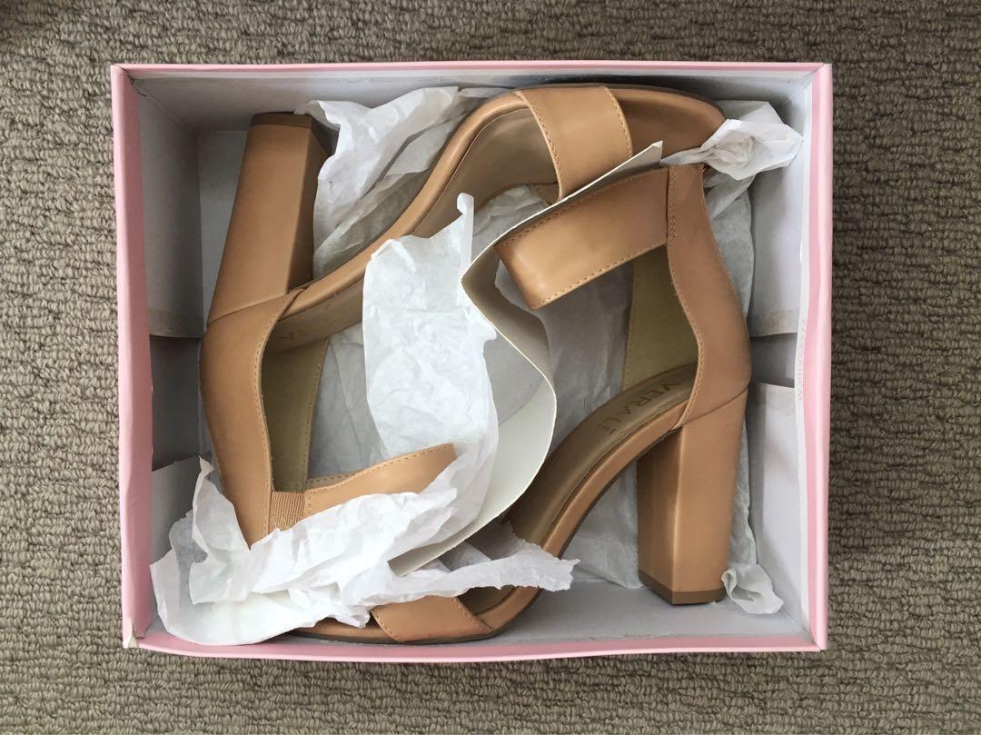 Nude heels S7