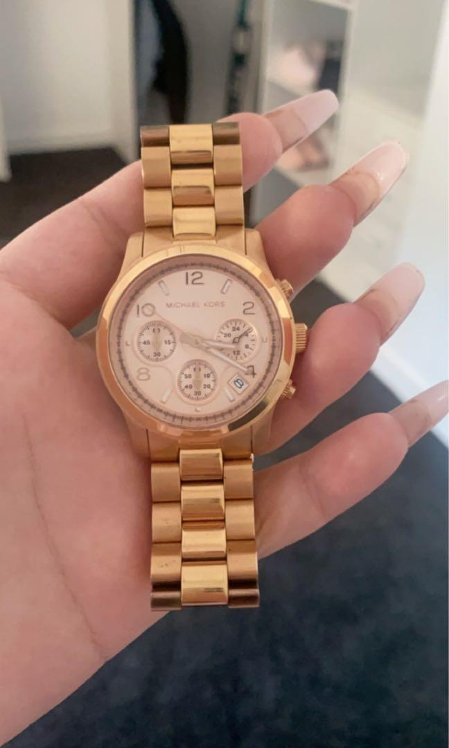Rose gold Michael kors watch used about 2 or 3 times but in new condition just a couple scratches includes box