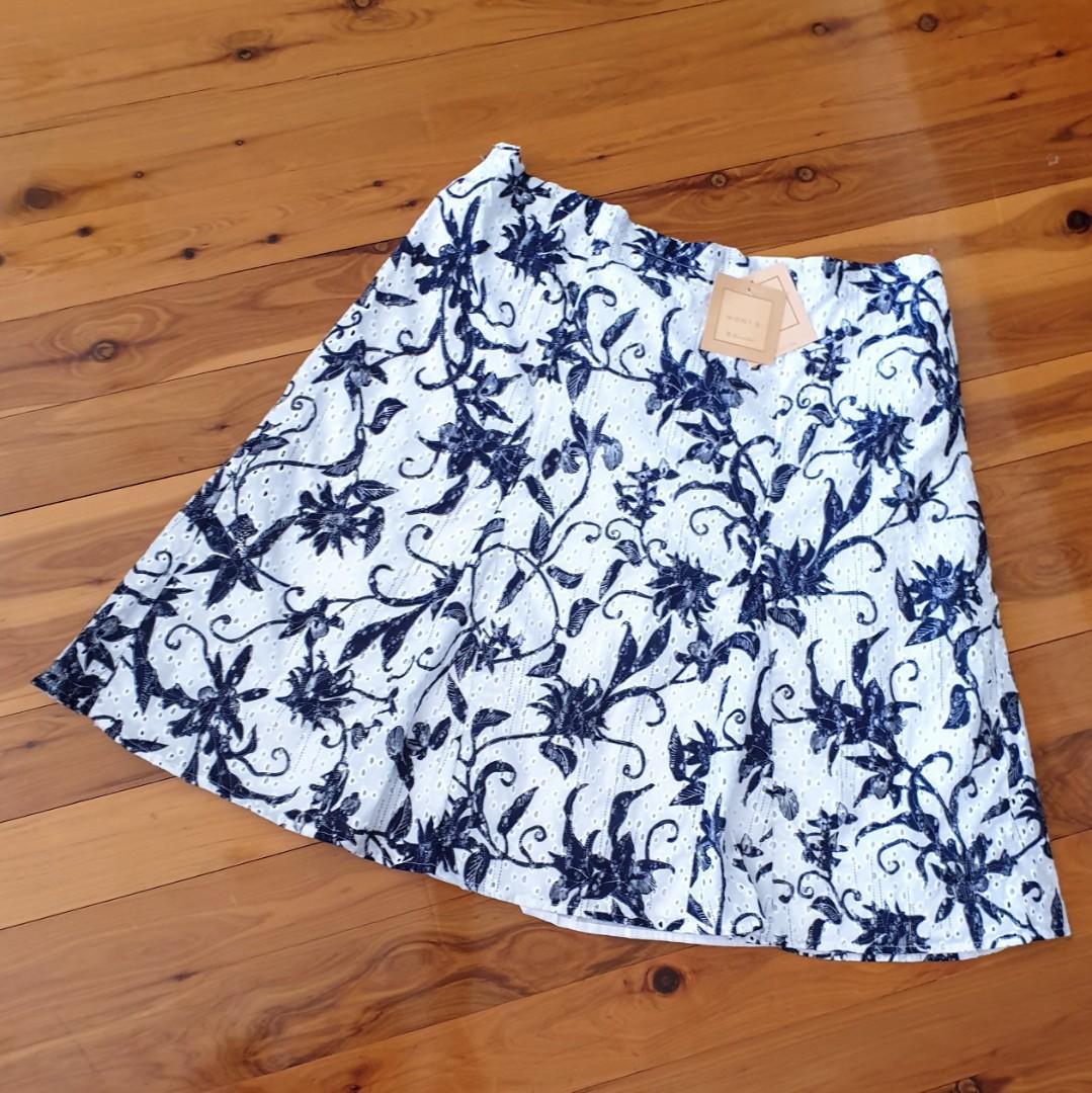 Women's size 18 'NONI B' Gorgeous white navy floral print A-line cotton skirt - BNWT RRP$130