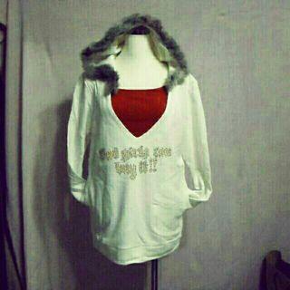 清倉大V領兔毛帽邊寬鬆帽T 有黑、白兩色