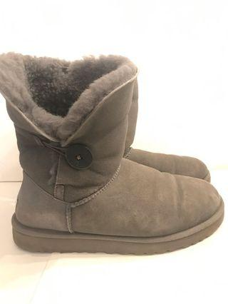UGG Grey Bailey Button, size 9 but fit size bigger